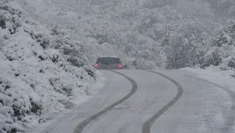 Πολικές θερμοκρασίες, παγετός και εγκλωβισμένοι οδηγοί