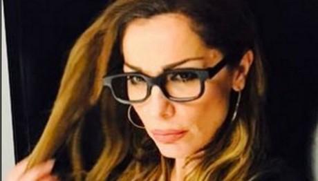 ΔΕΙΤΕ τη Βανδή με γυαλιά μυωπίας