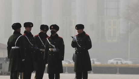 Κίνα: μπήκε στο γραφείο κι άρχισε να πυροβολεί!