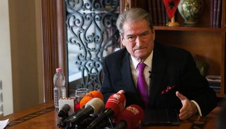 """Ο Μπερίσα """"ΚΑΡΦΩΝΕΙ"""" τον Ράμα: Πούλησες τα συμφέροντα του"""