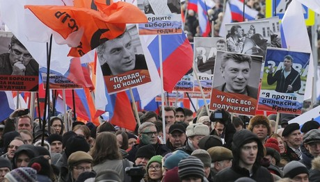Μόσχα: Χιλιάδες διαδήλωσαν για την επέτειο 2 ετών από τη δολοφονία του Νεμτσόφ