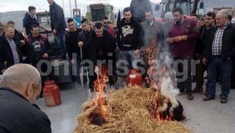 Έκαψαν ζωοτροφές κι έχυσαν γάλα στην Εθνική Λάρισας -Κοζά