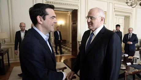 Για την παροχή ρευστότητας στην οικονομία και τα κόκκινα δάνεια συζήτησαν Τσίπρας και τραπεζίτες