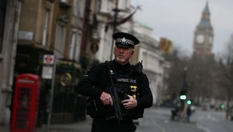 Νεότερος απολογισμός για τους νεκρούς στο Λονδίνο-Οι αρχές δεν αποκαλύπτουν την ταυτότητα του δράστη