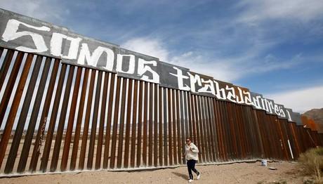 ΔΕΝ υπάρχουν λεφτά, Άρη! Αναβάλλεται το τείχος του Μεξικο
