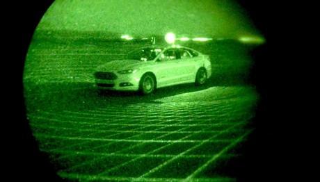 Η Ford φρενάρει αυτόματα μπροστά από πεζούς στο σκοτάδι
