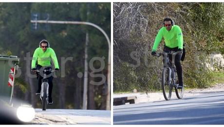 ΣΠΑΝΙΕΣ ΦΩΤΟ: Ο Νίκος Βέρτης κάνει ποδήλατο στην Βουλιαγμένη!