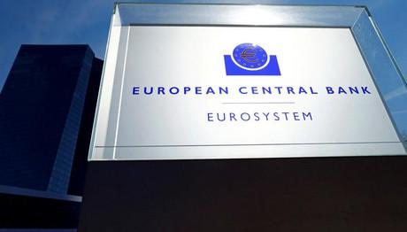 Ποσοτική χαλάρωση: Εμείς τρέχουμε να μπούμε στο πρόγραμμα και άλλοι πιέζουν την ΕΚΤ να το πετσοκόψει!