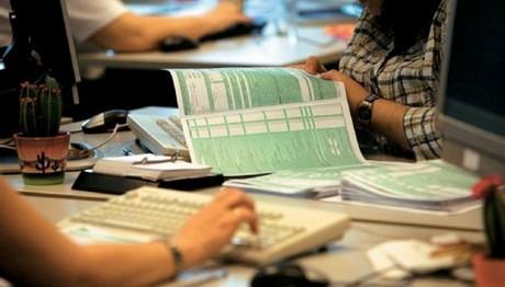 ΑΔΕΙΑΣΕ τις τσέπες η Εφορία! Το 64% των νοικοκυριών δήλωσε εισόδημα κάτω των 12.000 ευρώ
