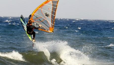Windsurfing! Δαμάζοντας τα κύματα- Φωτογράφος: Δημόπουλος Θανάσης (Eurokinissi)