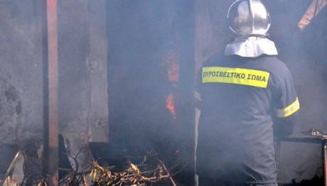 Στις ΦΛΟΓΕΣ τυλίχθηκε σπίτι στο Αίγιο- 1 νεκρή γυναίκα