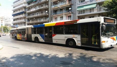 Λεωφορείο συγκρούστηκε με δύο ΙΧ