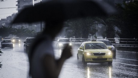 Βροχές και καταιγίδες πάλι σε όλη τη χώρα
