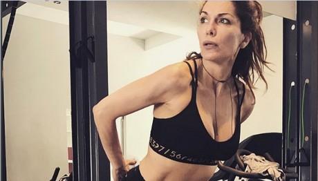 ΛΙΩΝΕΙ στο γυμναστήριο η Δέσποινα Βανδή – Ιδρώνει για να έχει ΑΥΤΟ το κορμί!