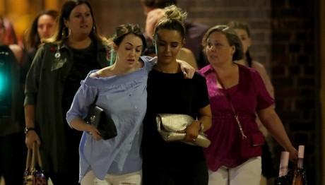 ΣΥΓΚΛΟΝΙΖΟΥΝ οι εικόνες ΤΡΟΜΟΥ και ΑΙΜΑΤΟΣ από την τρομοκρατική επίθεση στο Μάντσεστερ