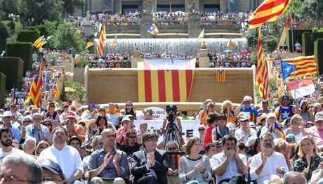 Διαδήλωση στη Βαρκελώνη υπέρ του δημοψηφίσματος για την ανεξαρτησία - Παρών και ο Γκουαρντιόλα