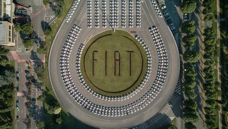 Ρεκόρ Γκίνες από τη Fiat: παρέδωσε 1.495 500αράκια  σε λιγότερο από 48 ώρες
