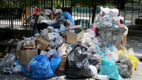 Όλη η Ελλάδα μια… χωματερή: ΞΕΧΕΙΛΙΖΟΥΝ τα σκουπίδια και στην Κρήτη