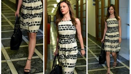 Φόρεμα πάνω από το γόνατο και ψηλοτάκουνο πέδιλο: Η σέξι εμφάνιση της Αχτσιόγλου στο υπουργικό