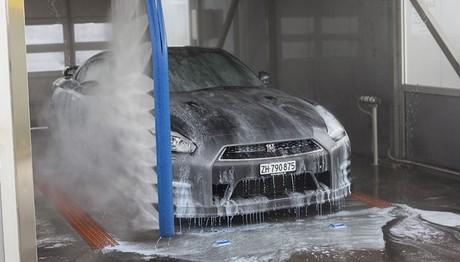 Πως πλένει η  Nissan τα αυτοκίνητα της και κάνει οικονομία