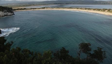 H παραλία της Βοϊδοικοιλιάς στην περιοχή της Πύλου στην Πελοπόννησο