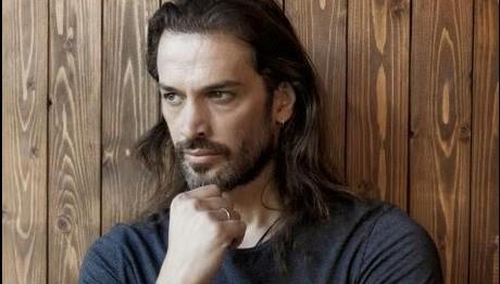 Δύσκολες ώρες για  γνωστό Έλληνα ηθοποιό: «Έφυγε» η μητέρα του