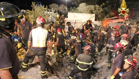 8 οι νεκροί από κατάρρευση κτιρίου στην Ιταλία