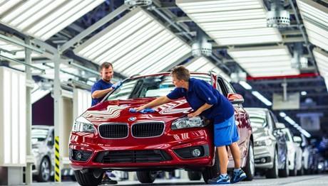 H BMW  δίνει άλλα  200 εκατομμύρια ευρώ για να βάφει τα αυτοκίνητα της