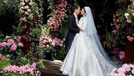 Παντρεύτηκε η Miranda Kerr! Ο παραμυθένιος γάμος και το υπέροχο νυφικό της!