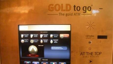 Το πρώτο ATM στον κόσμο έγινε χρυσό για να γιορτάσει τα 50 του χρόνια