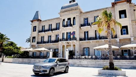 Εμπειρία οδήγησης Volvo σε  ιστορικό ξενοδοχείο στις Σπέτσες