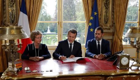 O Macron υπέγραψε τα διατάγματα της εργασιακής μεταρρύθμι