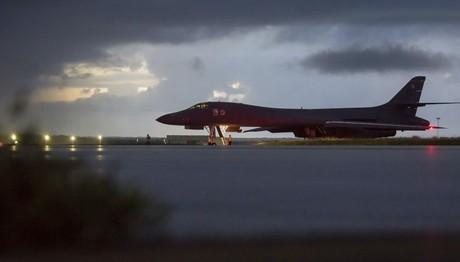 Αμερικανικά βομβαρδιστικά πάνω από τη Βόρεια Κορέα