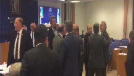 Σκηνές...κομμωτηρίου στην τουρκική εθνοσυνέλευση καβγάς