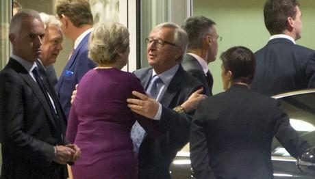 Επιτάχυνση των συζητήσεων για το Brexit Μέι Γιούνκερ