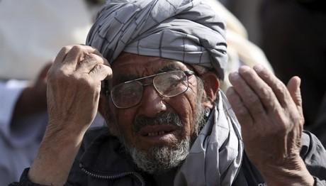 Eπίθεση αυτοκτονίας με 15 στρατιώτες νεκρούς στην Καμπούλ