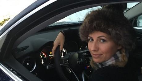 Η Κατερίνα Παπακωστοπούλου στο τιμόνι της Alfa Romeo Stelvio