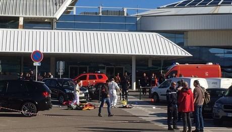 Ανταλλαγή πυροβολισμών στο αεροδρόμιο της Γαλλίας