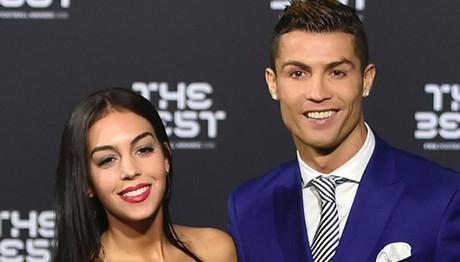 Κουκλάρα η σύντροφος του Ronaldo λίγες μέρες μετά τη γέννηση της κόρης της