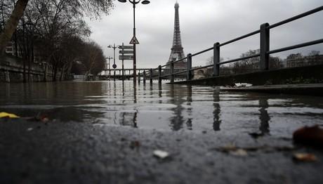 Το πλημμυρισμένο Παρίσι σε μια φωτογραφία