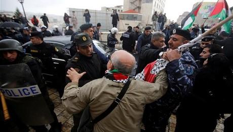 Παλαιστίνιοι επιτέθηκαν στο αυτοκίνητο του πατριάρχη