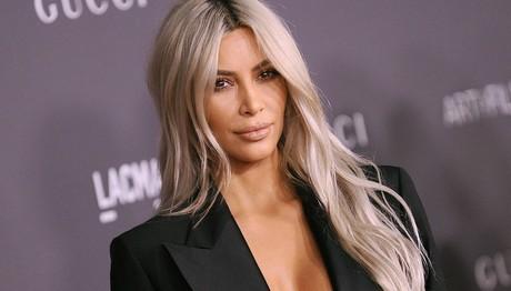Ημίγυμνη (ξανά) στο κρεβάτι της η Kim Kardashian