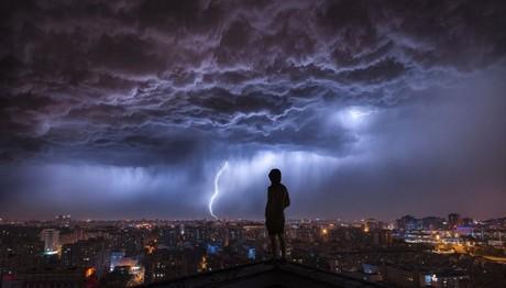 Εντυπωσιακή εικόνα από καταιγίδα στο Πεκίνο
