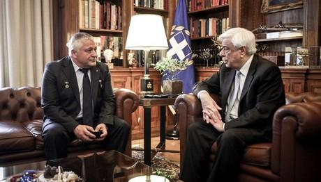 Με τον  κοσμοναύτη Γιουρτσιχίν συναντήθηκε ο Παυλόπουλος