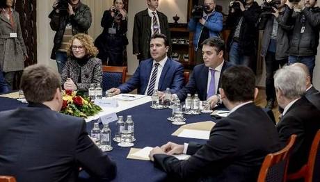 Σκόπια: 5ωρο συμβούλιο πολιτικών αρχηγών για το όνομα