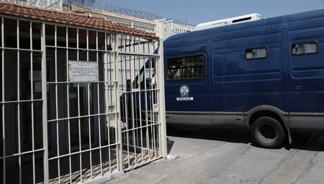 φυλακές Κορυδαλλού: Αναβρασμός για μεταγωγή κρατουμένου