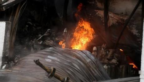 Μάνδρα: Ένας νεκρός από τη φωτιά σε εργοστάσιο