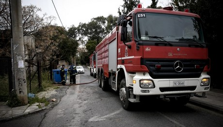 Φωτιά σε οικία στο Περιστέρι – Κινδύνευσε μια γυναίκα