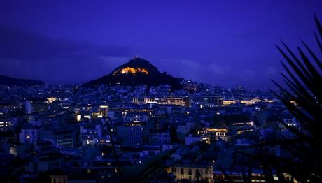Η ρομαντική όψη της Αθήνας τη νύχτα
