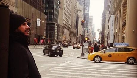 Ποστάρει από... Νέα Υόρκη ο Άκης Πετρετζίκης